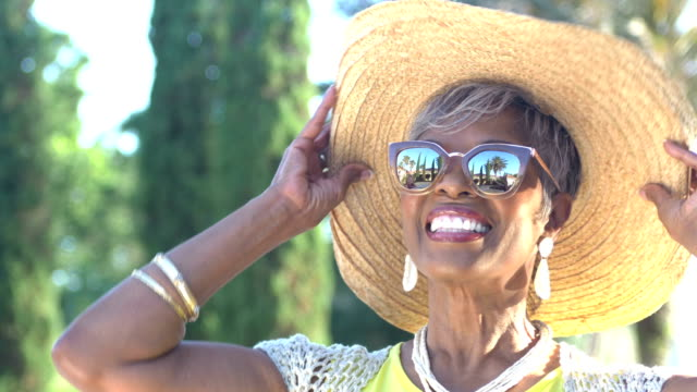 beautiful senior african-american woman with sunglasses - orecchini video stock e b–roll