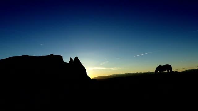 Schöne Silhouette Szene der Seiser Alm (Alpe di Suisi), Italien