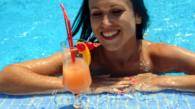beautiful smiley woman swimming in the pool - 20 29 years stock videos & royalty-free footage