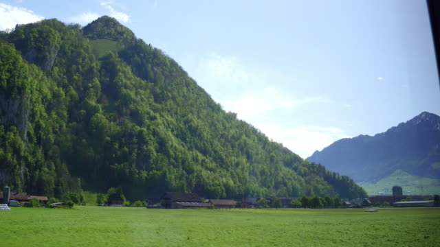 ルザーンと mt.huetstock の近くの美しい春のシーン - スイス点の映像素材/bロール