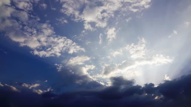 schöne Sonnenlicht auf sunset sky