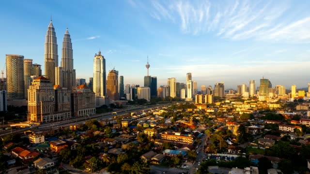 vídeos y material grabado en eventos de stock de beautiful sunrise timelapse of kuala lumpur skyline overlooking the national landmarks and a freeway. zoom out camera motion - torre menara de kuala lumpur