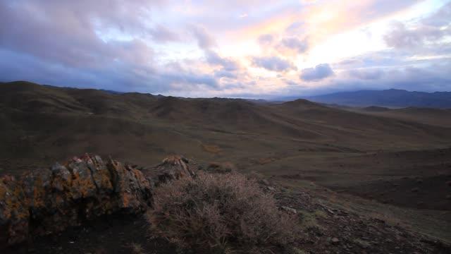 beautiful sunset in the mountains, mongolia - 荒野点の映像素材/bロール