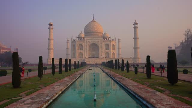 vídeos de stock e filmes b-roll de beautiful sunset over taj mahal - taj mahal