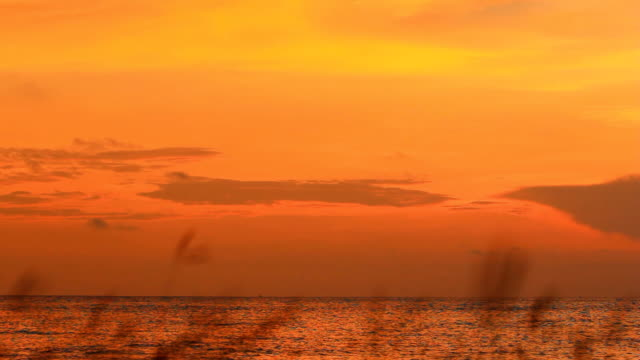 vídeos y material grabado en eventos de stock de hermosa puesta de sol, amanecer sobre el océano. - orange nueva jersey