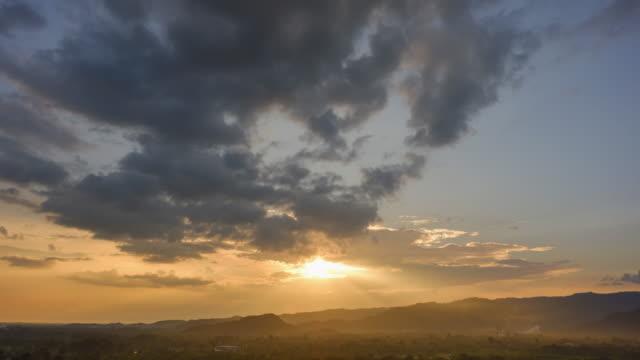 vídeos de stock, filmes e b-roll de linda sunset.sunset sobre a montanha. - cottonwood canyon
