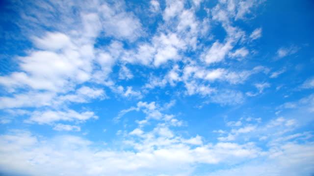 美しい低速度撮影の雲模様