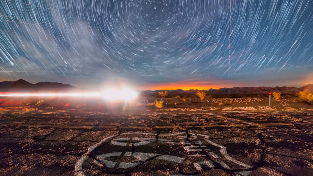 vidéos et rushes de beautiful time lapse sequence showing stars moving over the famous route 66 highway. - route 66
