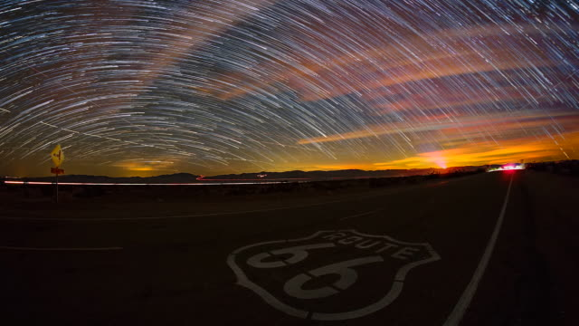 vidéos et rushes de beautiful time lapse sequence showing the stars moving over the famous route 66 highway. - route 66