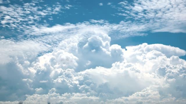 schöne zeitspanne des klaren himmels - changing form stock-videos und b-roll-filmmaterial