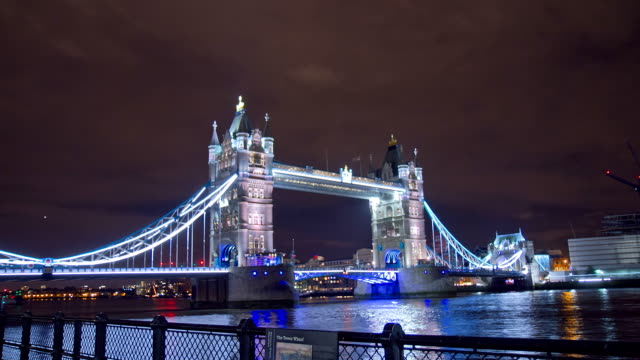 HD TIME LAPSE: Beautiful Tower Bridge In The Evening