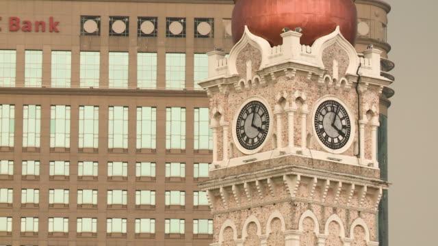 stockvideo's en b-roll-footage met a beautiful tower with a clock - klokkentoren met wijzerplaat
