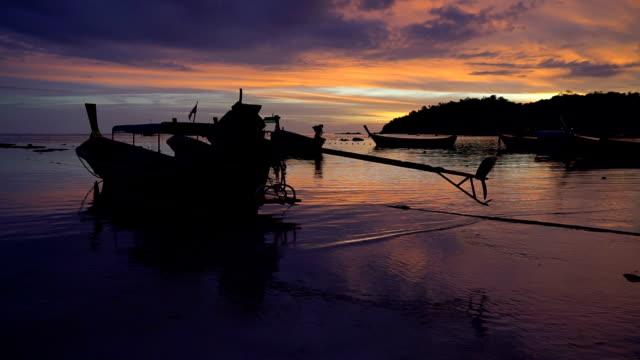 Schöne Twilight von Thailand Seelandschaft mit Boot-taxi