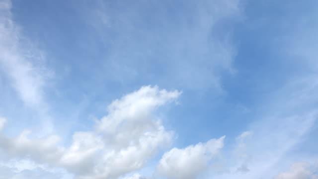 vídeos de stock e filmes b-roll de beautiful universally cloudscape background, time lapse - céu vida após a morte