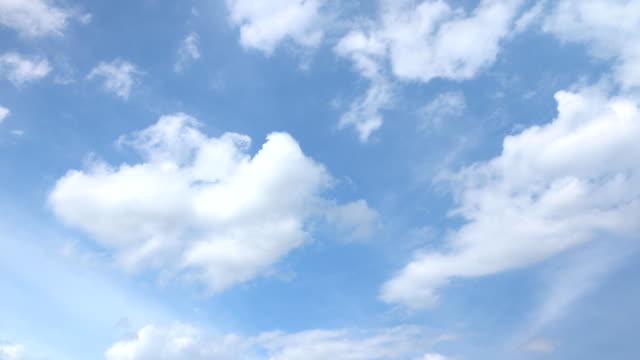 vídeos y material grabado en eventos de stock de hermoso fondo universalmente cloudscape, time lapse. - low angle view