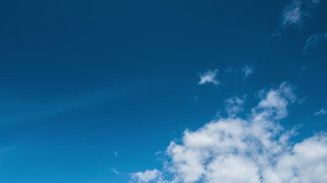 vídeos y material grabado en eventos de stock de hermoso fondo de lapso de tiempo de nubcape universal en 4k uhd - el cielo