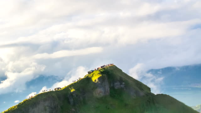 vídeos y material grabado en eventos de stock de hermosa vista desde la cima del volcán batur - bali