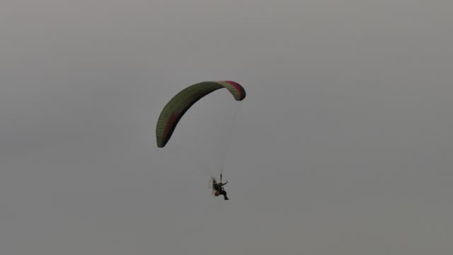 beautiful view of extreme sport paraglider over high mountain range - tandem stock videos & royalty-free footage