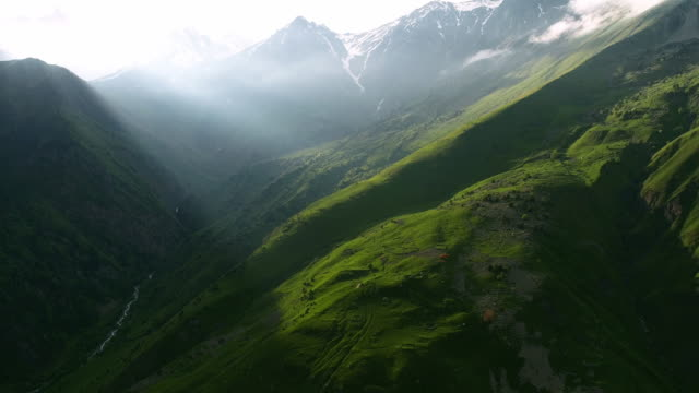 vídeos de stock e filmes b-roll de beautiful view of the mountains from the drone. - russia