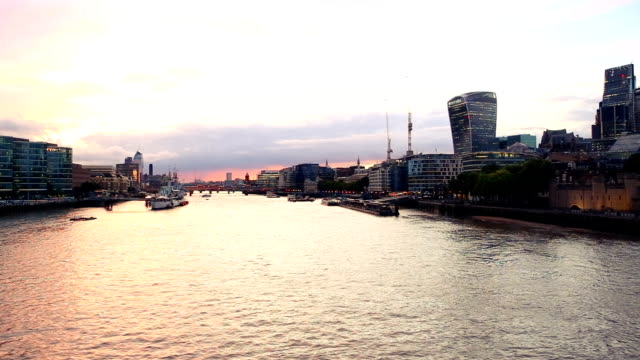Beautiful views of the Tamesis River and the city of London seen from the Tower Bridge