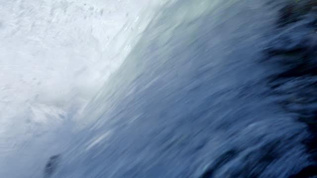 サウスタホ湖で撮影された美しい滝。 - audio available点の映像素材/bロール