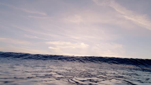 stockvideo's en b-roll-footage met beautiful wave crests over camera at sunset - laguna beach californië