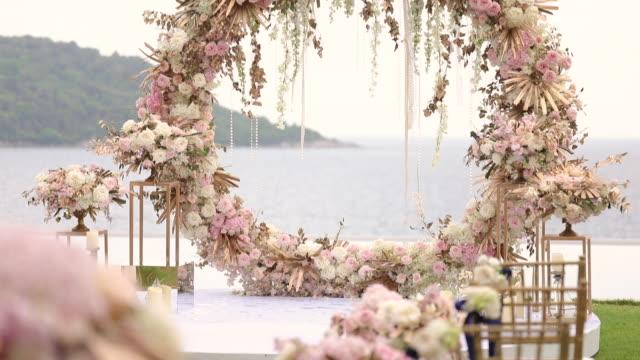 vidéos et rushes de belle cérémonie de mariage mis en place. - ambiance événement