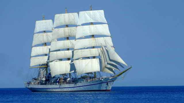 beautiful white tall ship in the sea on all sails - nave a vela video stock e b–roll