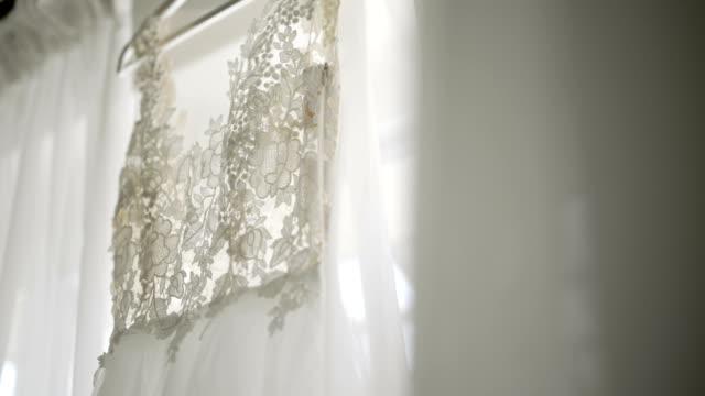 Schöne weiße Hochzeit Kleid Detail.