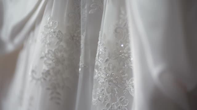 Detalle de vestido de novia blanco hermoso.