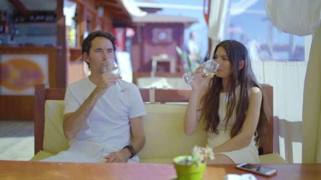 stockvideo's en b-roll-footage met beautiful woman and young man toasting in a restaurant - silvestre