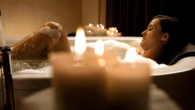 hd dolly: beautiful woman enjoying a relaxing bath - bubble bath stock videos & royalty-free footage