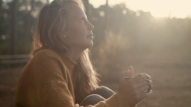 vidéos et rushes de beautiful woman holding cup with hot coffee outdoors in pine forest at sunrise in the morning in the south of france. - mode de vie sain