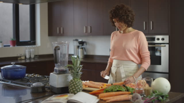 beautiful woman in kitchen using juicer - curly stock videos & royalty-free footage