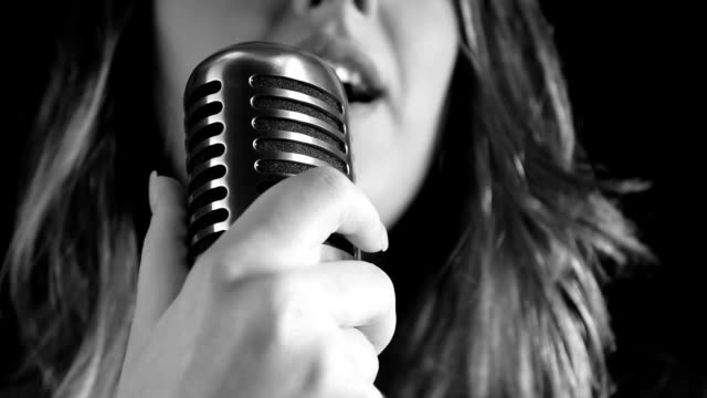 stockvideo's en b-roll-footage met beautiful woman singing to the microphone in a studio - zanger