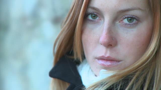 vídeos de stock, filmes e b-roll de hd: mulher bonita - olhos verdes