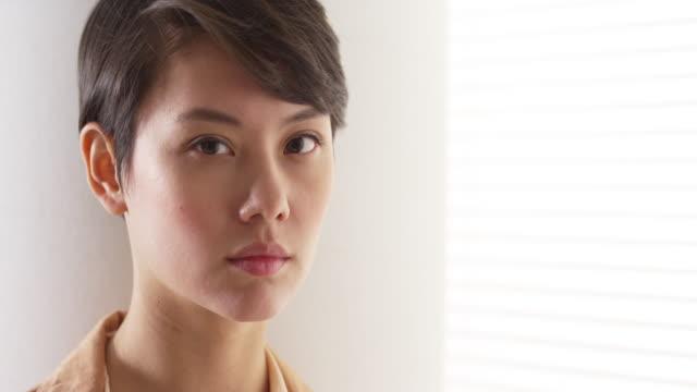 beautiful woman wearing vintage clothes - 中国人点の映像素材/bロール