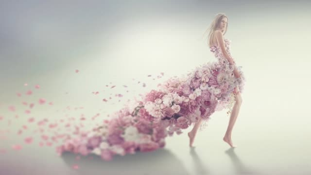 vídeos de stock e filmes b-roll de beautiful women in flower dress - saia