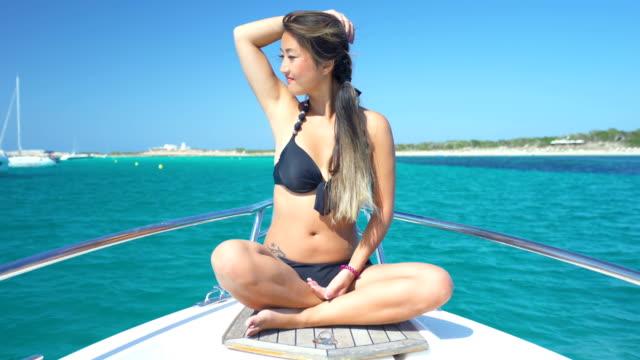 beautiful young asian woman in bikini in yatch - bikinihose stock-videos und b-roll-filmmaterial