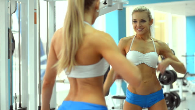 stockvideo's en b-roll-footage met beautiful young woman doing a beautiful figure in the gym - 20 24 jaar