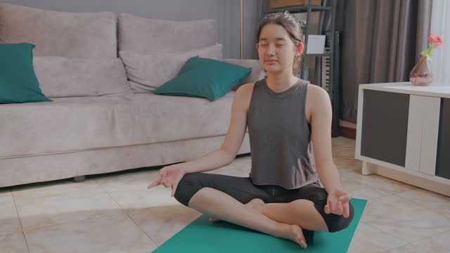 stockvideo's en b-roll-footage met beautiful young woman sitting and mental health recovery meditation exercise at home. - lotuspositie