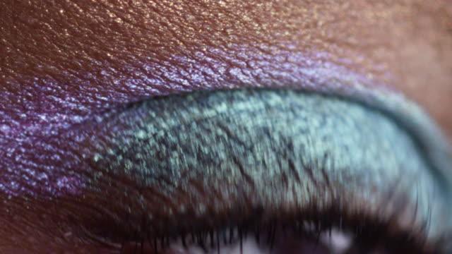 vídeos y material grabado en eventos de stock de beauty eye - sombreador de ojos
