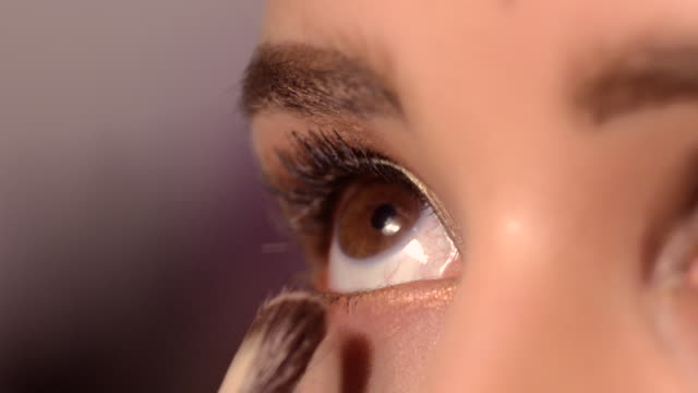 vídeos de stock, filmes e b-roll de beauty - eyes - pincel