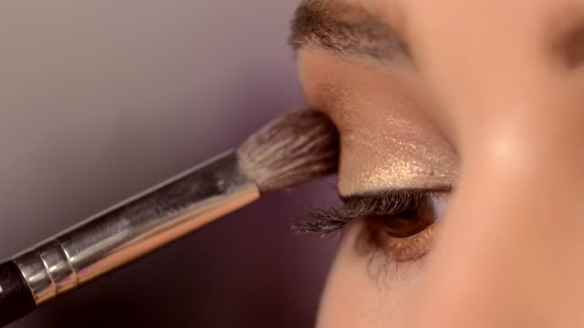 vídeos y material grabado en eventos de stock de beauty - eyes - sombreador de ojos