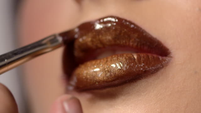 beauty - lips - lipgloss stock-videos und b-roll-filmmaterial