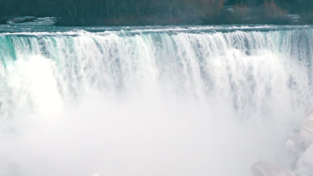 vídeos y material grabado en eventos de stock de beauty of the niagara falls seen from canada - punto de referencia natural