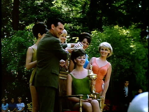 beauty queen being crowned at outdoor beauty contest in golden gate park, san francisco, california, usa - spielkandidat stock-videos und b-roll-filmmaterial