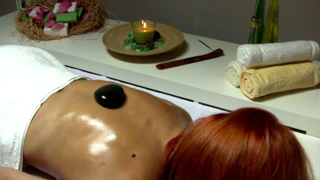 vídeos y material grabado en eventos de stock de spa y salón de belleza - cuello humano