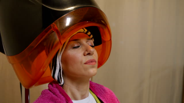 beauty treatment in hairdresser salon - tumble dryer stock videos & royalty-free footage