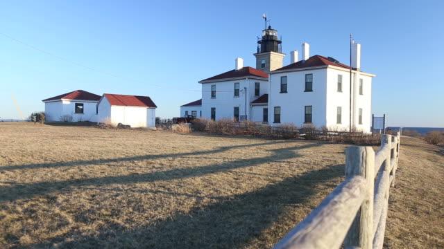 beavertail lighthouse, rhode island, usa - jamestown stock-videos und b-roll-filmmaterial